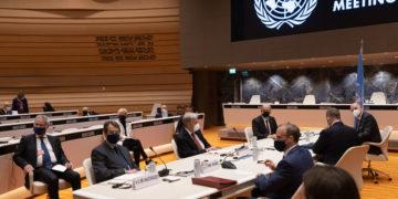 Στιγμιότυπο από την άτυπη πενταμερή συνάντηση (φωτ.: ΑΠΕ-ΜΠΕ/ ΡΙΟ/ Σταύρος Ιωαννίδης)