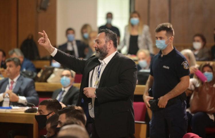 Ο Γιάννης Λαγός κατά τη διάρκεια της δίκης της Χρυσής Αυγής στο Εφετείο Αθηνών (φωτ.: ΑΠΕ-ΜΠΕ / Παντελής Σαΐτας)