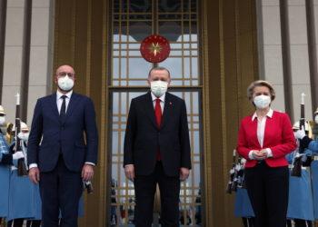Ο Σαρλ Μισέλ, η Ούρσουλα φον ντερ Λάιεν και ο Ρετζέπ Ταγίπ Ερντογάν σε πρόσφατη συναντησή τους (φωτ.: ΑΠΕ-ΜΠΕ/ EPA/ Γραφείο Τύπο του Προέδρου)