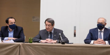 Ο πρόεδρος της Κύπρου Νίκος Αναστασιάδης κάνει δηλώσεις στους δημοσιογράφους μετά το τέλος των συνομιλιών για το Κυπριακό στη Γενεύη, (φωτ.: ΑΠΕ- ΜΠΕ/ ΡΙΟ/ Σταύρος Ιωαννίδης)