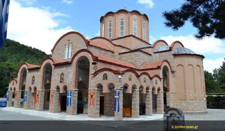 Η Παναγία Σουμελά στο Βέρμιο (φωτ.: Β. Καρυοφυλλίδης)