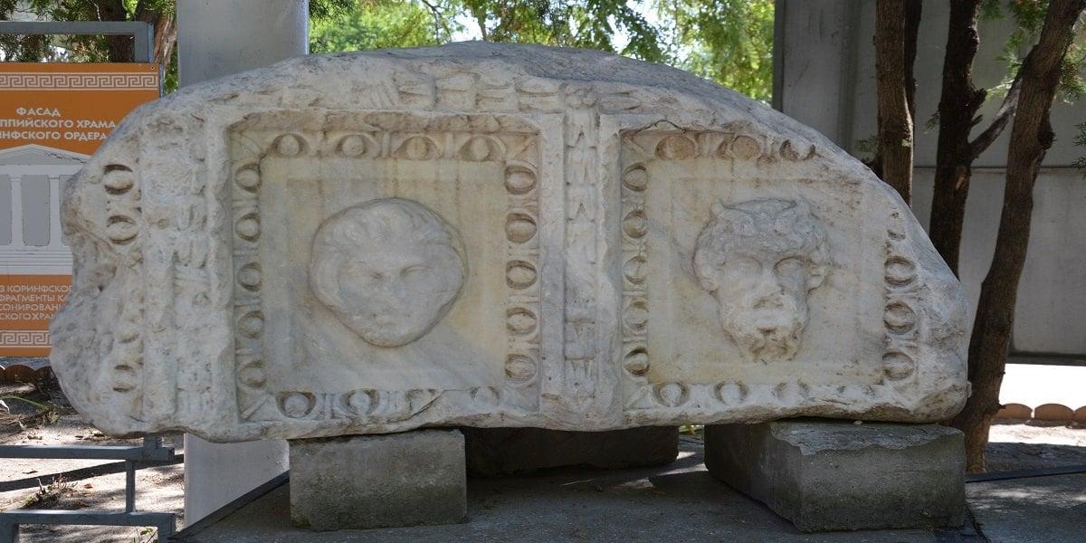 Αρχαιοελληνικό εύρημα στην έκθεση του Αρχαιολογικού Μουσείου της Γοργιππίας, στην Ανάπα (φωτ.: Βασίλης Τσενκελίδης)