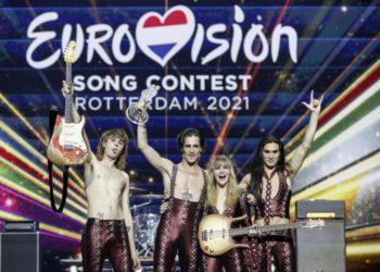 Οι Maneskin από την Ιταλία με το τραγούδι «Zitti E Buoni» μετά τη νίκη τους στο Διαγωνισμό Τραγουδιού της Eurovision, στο Ρότερνταμ (φωτ.:EPA/ROBIN VAN LONKHUIJSEN)