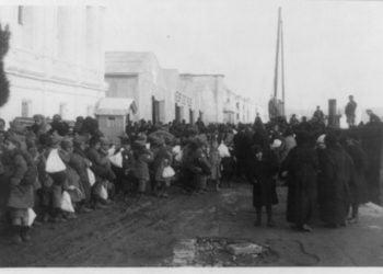 Έλληνες και Αρμένιοι πρόσφυγες (φωτ.: Near East Relief)