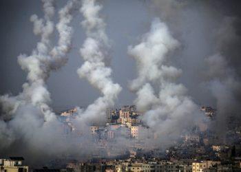 Πύραυλοι εκτοξεύονται από τη Γάζα στο Ισραήλ (φωτ.: EPA / MOHAMMED SABER)