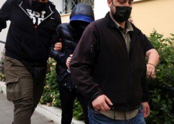 Ο Μένιος Φουρθιώτης, αποχωρεί από το γραφείο του ανακριτή, την Πρωτομαγιά (φωτ. αρχείου: ΑΠΕ-ΜΠΕ / Αλέξανδρος Μπελτές)