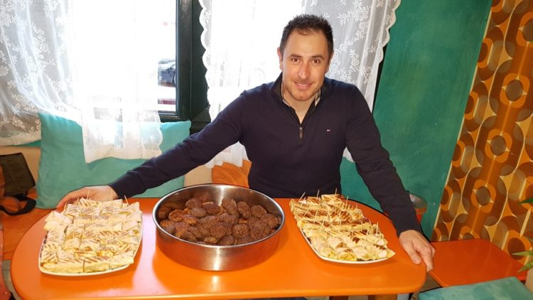Ο Δημήτρης Τσολάκης που έκανε διάσημες τις συνταγές των γιαγιάδων του (φωτ.: ΑΠΕ-ΜΠΕ)