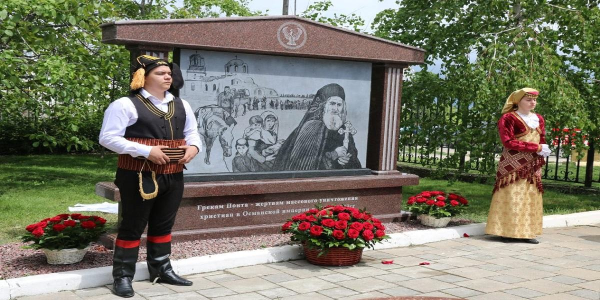 Το μνημείο στο Νοβοροσίσκ, αφιερωμένο στους Έλληνες του Πόντου που χάθηκαν στις αρχές του 20ού αιώνα (φωτ.: Αλεξάνδρα Σαράγιεβα)
