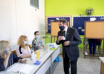 Ο pρόεδρος της Κυπριακής Δημοκρατίας Νίκος Αναστασιάδης ψηφίζει στις Βουλευτικές εκλογές στο Λανίτειο Λύκειο Λεμεσού (φωτ.: ΑΠΕ-ΜΠΕ/ΡΙΟ/Σταύρος Ιωαννίδης)