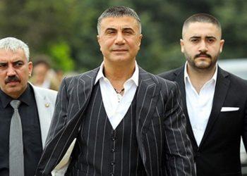 Ο Σεντάτ Πεκέρ με πρωτοπαλίκαρά του (φωτ.: HalkTV)