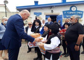 Ο Νίκος Δένδιας στην επίσκεψη του στο οινοποιείο του Βαλέριου Ασλανίδη (Φωτ.: facebook.com/ vasianov1)