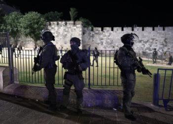 Φωτογραφία από τις χθεσινές ταραχές στην Ιερουσαλήμ (φωτ.: ΑΠΕ-ΜΠΕ/ EPA/ Abir Sultan)