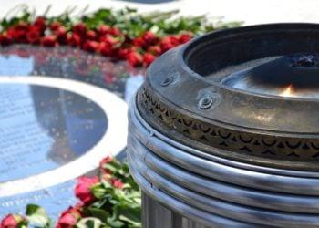 Λεπτομέρεια από το «Πυρρίχιο Πέταγμα», το μνημείο για τη Γενοκτονία των Ελλήνων του Πόντου (φωτ.: Βασίλης Καρυοφυλλίδης)