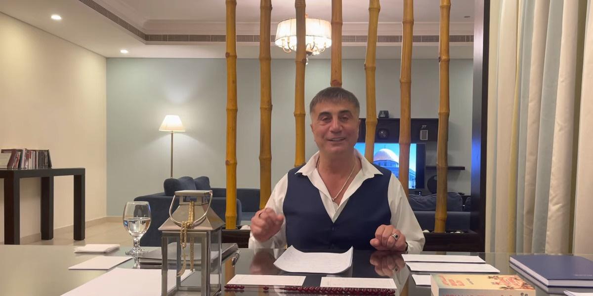 Ο αρχιμαφιόζος Σεντάτ Πεκέρ σε βίντεο του στο YouTube (φωτ.: YouTube/ REIS SEDAT PEKER)