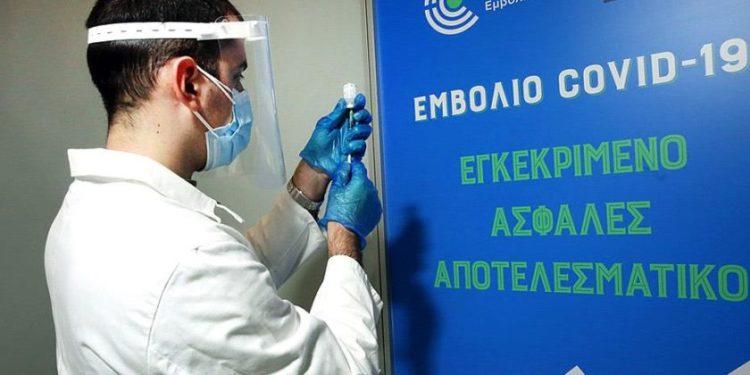 Με λάθος τρόπο η κυβέρνηση προσπαθεί να πείσει τους αρνητές του εμβολίου (φωτ.: Euro2day.gr)