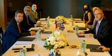 Ο Έλληνας υφυπουργός εξωτερικών στη Σύνοδο της Αττάλειας μαζί με τον Τούρκο ομόλογό του