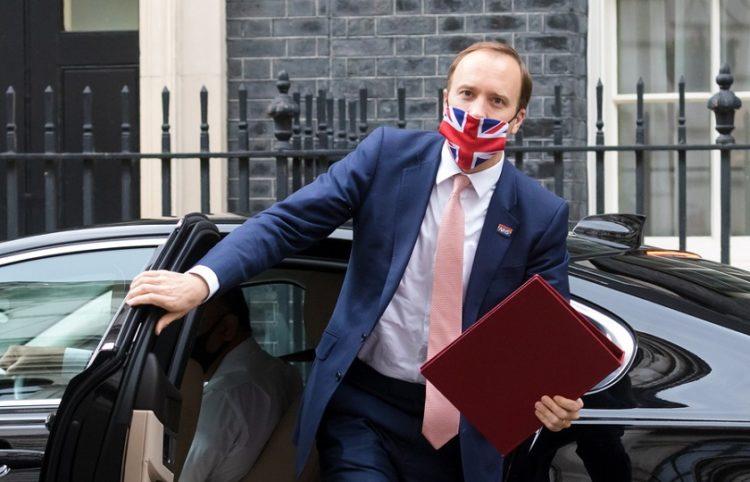 Ο υπουργός Υγείας της Βρετανίας Ματ Χάνκοκ (φωτ.: EPA / Vickie Flores)