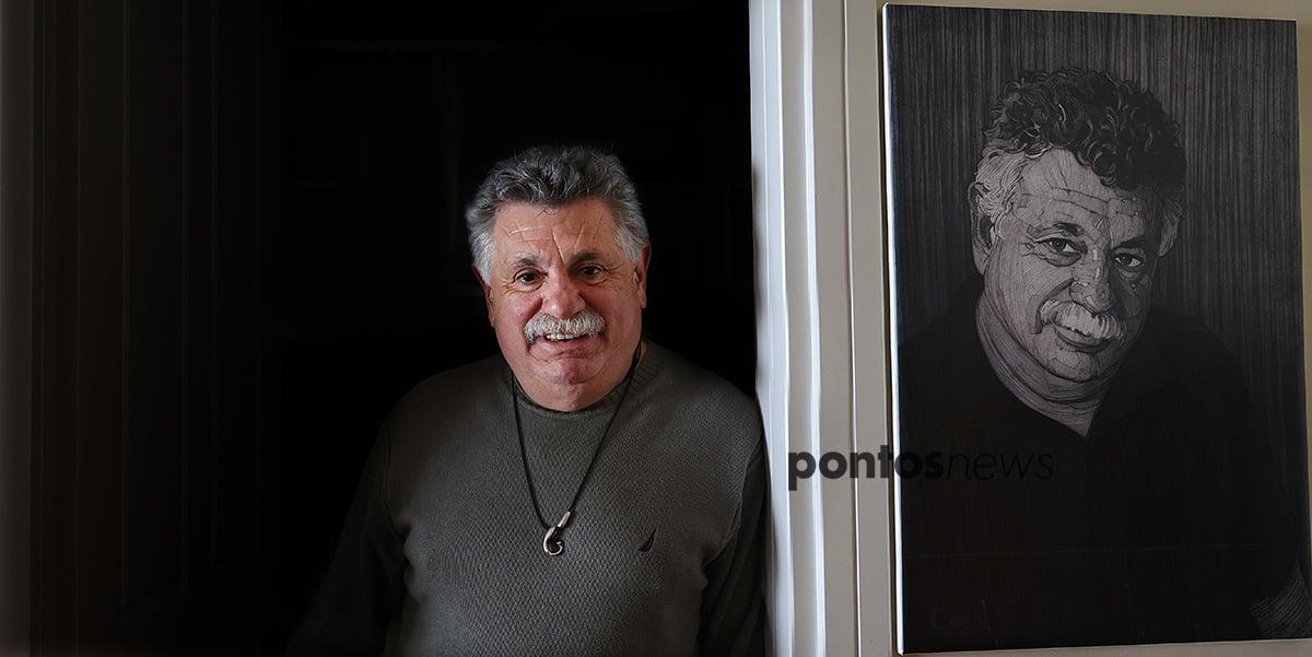Ο Λευτέρης Λαζάρου υποδέχθηκε το pontosnews.gr στο σπίτι του, μ' ένα ζεστό χαμόγελο (φωτ.: Κώστας Κατσίγιαννης)