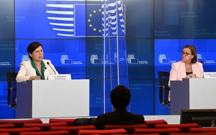 Η Επίτροπος για θέματα διαφάνειας Βέρα Γιούροβα, στη Σύνοδο του Λουξεμβούργου (φωτ.: ΑΠΕ-ΜΠΕ)