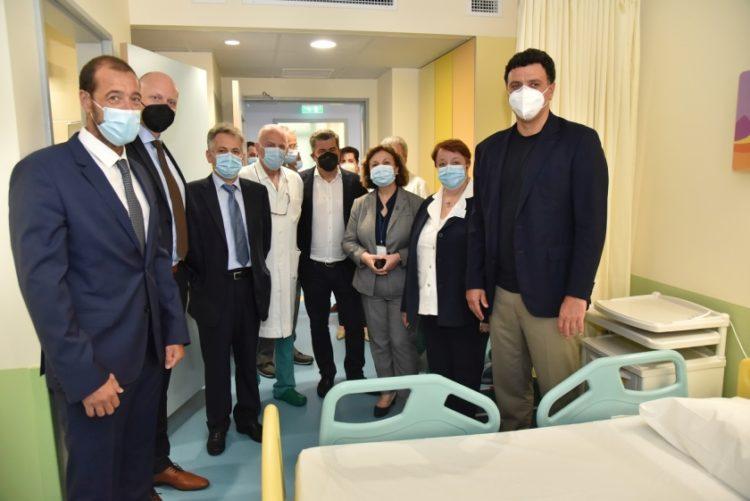 Ο Εμμανουήλ Παπασάββας, Κοινός Διοικητής των Διασυνδεόμενων Παιδιατρικών Νοσοκομείων, ο Γιαν Κάρας, Διευθύνων Σύμβουλος ΟΠΑΠ, ο Αθανάσιος Μπίνης, Πρόεδρος Διοικητικού Συμβουλίου του «Παναγιώτης & Αγλαΐα  Κυριακού», ο Αντώνιος Στεφανίδης, Συντονιστής Διευθυντής Ουρολογικού Τμήματος του Παιδιατρικού Νοσοκομείου «Η Αγία Σοφία», ο Οδυσσέας Χριστοφόρου, Αναπληρωτής Διευθύνων Σύμβουλος ΟΠΑΠ, η Ευφροσύνη Βλαχιώτη, Διευθύντρια Νοσηλευτικής Υπηρεσίας του «Αγία Σοφία», η Μαρία Γέραλη, Διευθύντρια Νοσηλευτικής Υπηρεσίας του «Παναγιώτης & Αγλαΐα  Κυριακού», ο Βασίλης Κικίλιας, Υπουργός Υγείας