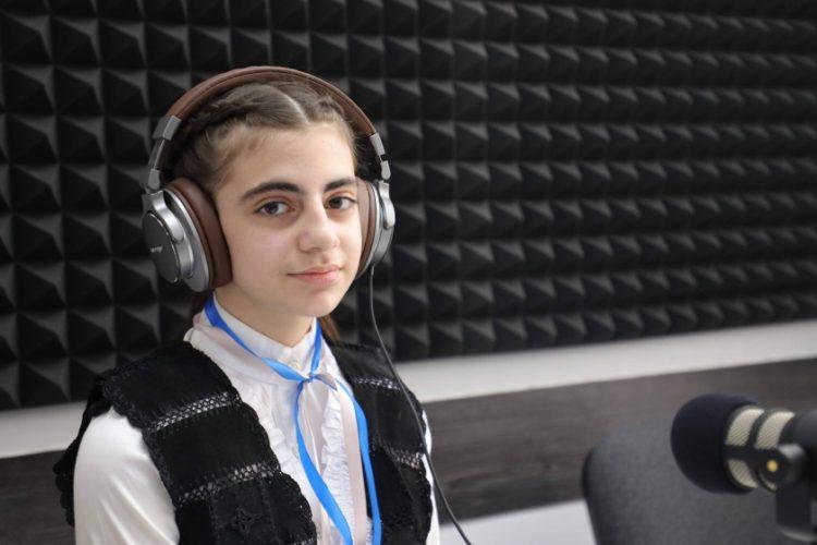 Η μικρή Αλεξάνδρα Τσαλικιάν (φωτ.: ArmenPress)