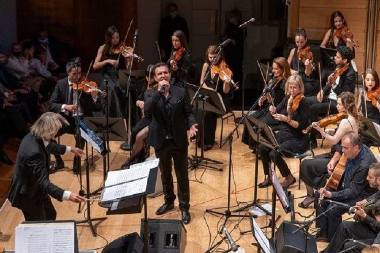 Ο Δημήτρης Μπάσης σε συναυλία στο Σίδνεϊ (φωτ.: Facebook/Greek Festival Of Sydney)