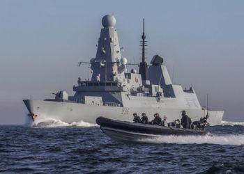 Το αντιτορπιλικό HMS Defender (Type 45)του Βρετανικού Βασιλικού Ναυτικού (φωτ.: υπουργείο Άμυνας Βρετανίας)