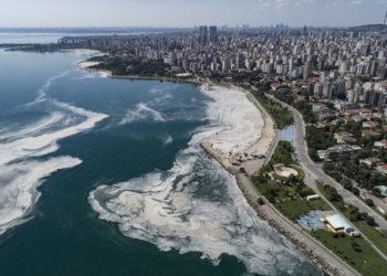 Η «Θαλάσσια βλέννα» (φωτ.: EPA/ Erdem Sahin)