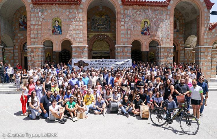 Οικογενειακή φωτογραφία κατά το 20ό Συναπάντημα (φωτ.: Μητρόπολη Βεροίας, Ναούσης, Καμπανίας / Κοσμάς Καραγιάννης)