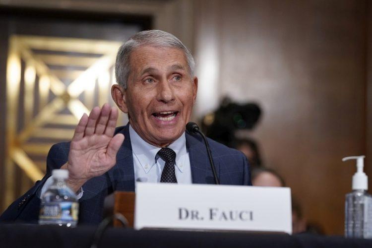 Ο λοιμωξιολόγος Άντονι Φάουτσι, διευθυντής του ινστιτούτου NIAID, στη Γερουσία των ΗΠΑ (φωτ.: EPA/J. Scott Applewhite / POOL)