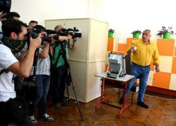 Ο πρώην πρωθυπουργός της Βουλγαρίας Μπόικο Μπορίσοφ, επικεφαλής του GERB, ψήφισε στη Σόφια (φωτ.: EPA/VASSIL DONEV)
