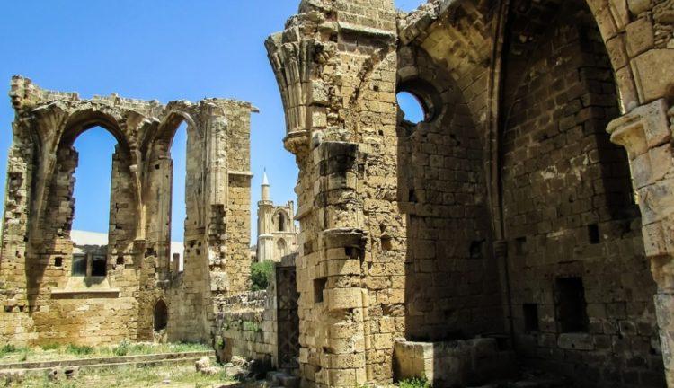 Ερείπια μνημείου στην Αμμόχωστο (φωτ.: pixabay.com/dimitrisvetsikas)