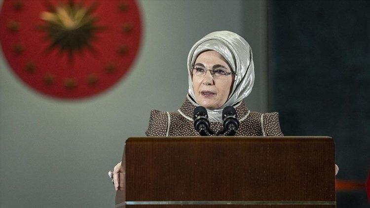 Η ομιλία της Εμινέ Ερντογάν που εξόργισε τους Τούρκους με τον κυνισμό της (φωτ.: Ali Balikci/ AA)