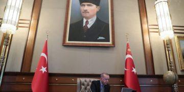 (Φωτ.: EPA/MURAT CETINMUHURDAR/TURKISH PRESIDENCY / HANDOUT)