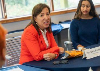 Η αντικυβερνήτης της Καλιφόρνιας Ελένη Κουναλάκη