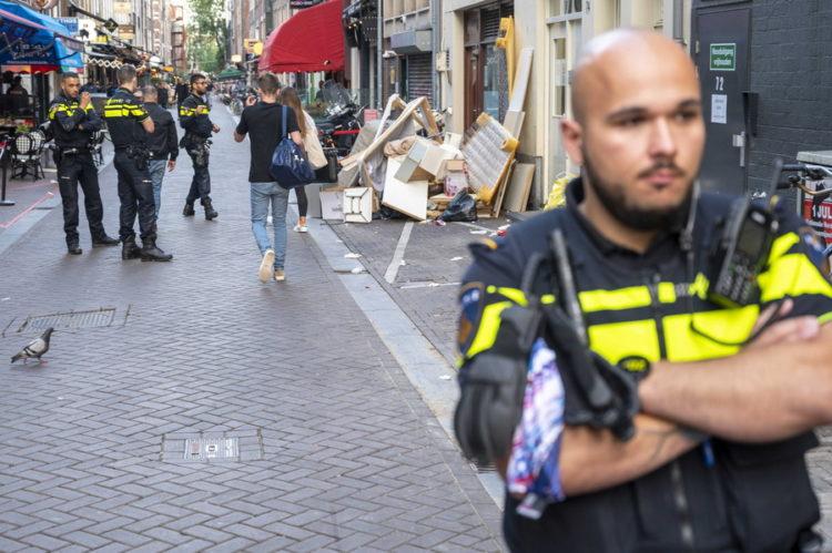 Αστυνομικοί στον τόπο της επίθεσης (φωτ.: EPA/ Evert Elzinga)