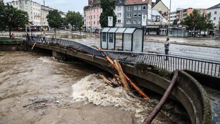 Βιβλικές καταστροφές στη Γερμανία από τις πλημμύρες (φωτό:amna/ΑΠΕ-ΜΠΕ)