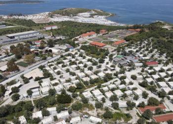 Φωτογραφία από drone δείχνει γενική άποψη του χώρου της δημοτικής δομής φιλοξενίας προσφύγων και μεταναστών του Καρά Τεπέ στην Λέσβο (φωτ.: ΑΠΕ-ΜΠΕ/ Βαγγέλης Παπαντώνης)
