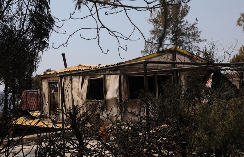 Καμμένο σπίτι που άφησε πίσω της η πυρκαγιά στην ορεινή Λάρνακα και Λεμεσό, Κύπρος, Κυριακή 4 Ιουλίου 2021. Τέσσερις άνθρωποι έχουν χάσει τη ζωή τους από την καταστροφική πυρκαγιά, ανέφερε σήμερα ο Υπουργός Εσωτερικών Κύπρου Νίκος Νουρής, ο οποίος είπε ακόμα ότι τα πτητικά μέσα από την Ελλάδα και το Ισραήλ θα επιχειρήσουν σήμερα στις 2 μμ για την κατάσβεση της πυρκαγιάς. ΑΠΕ-ΜΠΕ/ΚΥΠΕ/ΚΑΤΙΑ ΧΡΙΣΤΟΔΟΥΛΟΥ