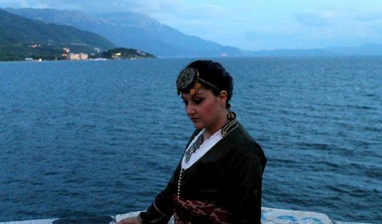 Η Μελίνα Χατζηκαμάνου βρήκε το δρόμο της μέσα στην ποντιακή παράδοση