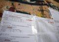 Οι πίνακες με τις βαθμολογίες των υποψηφίων των Πανελλαδικών Εξετάσεων έξω από το σχολικό συγκρότημα της Γκράβας στο Γαλάτσι (φωτ.: ΑΠΕ-ΜΠΕ /Αλέξανδρος Βλάχος)