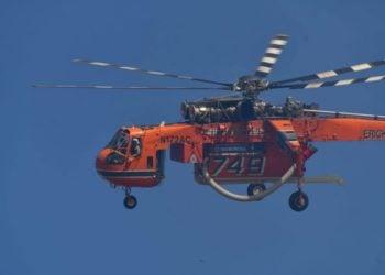 Πυροσβεστικό ελικόπτερο επιχειρείστην Πελοπόννησο(φωτ. αρχείου: ΑΠΕ-ΜΠΕ /Ευάγγελος Μπουγιώτης)