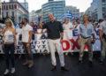 Ο Φαίδων Βόβολης (στο μέσο) σε συγκέντρωση αντιεμβολιαστών στην Ομόνοια (φωτ.: Facebook / Φαίδων Βόβολης)