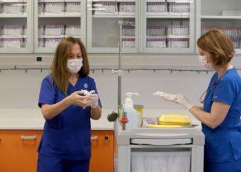 Εργαζόμενοι στον τομέα της Υγείας (Φωτ.: ΑΠΕ-ΜΠΕ/ΠΑΝΤΕΛΗΣ ΣΑΪΤΑΣ )