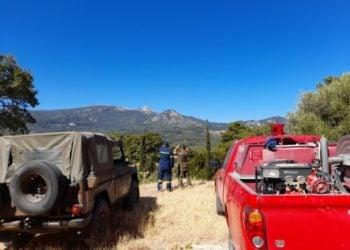 Στις επικίνδυνες περιοχές, στις κορυφές βουνών και σε δάση περιπολούν από χθες στρατιώτες, αστυνομικοί, πυροσβέστες και στελέχη της Πολιτικής Προστασίας (φωτ.: ΑΠΕ-ΜΠΕ/STR)