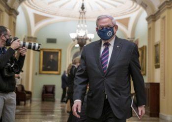Ο Δημοκρατικός γερουσιαστής από το Νιού Τζέρσεϊ Ρόμπερτ Μενέντεζ (φωτ.:  EPA/SHAWN THEW)