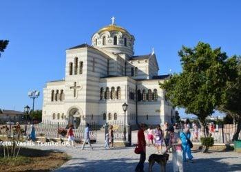 Ο ναός του Αγίου Βλαδίμηρου στον αρχαιολογικό χώρο της Σεβαστούπολης αφιερωμένος στη βάπτισή του (φωτ.: Βασίλης Τσενκελίδης)