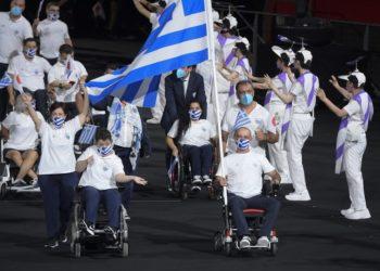 Η είσοδος της ελληνικής παραολυμπιακής αποστολής στο εθνικό στάδιο του Τόκιο (Φωτ.: EPA / Szilard Koszticsak)