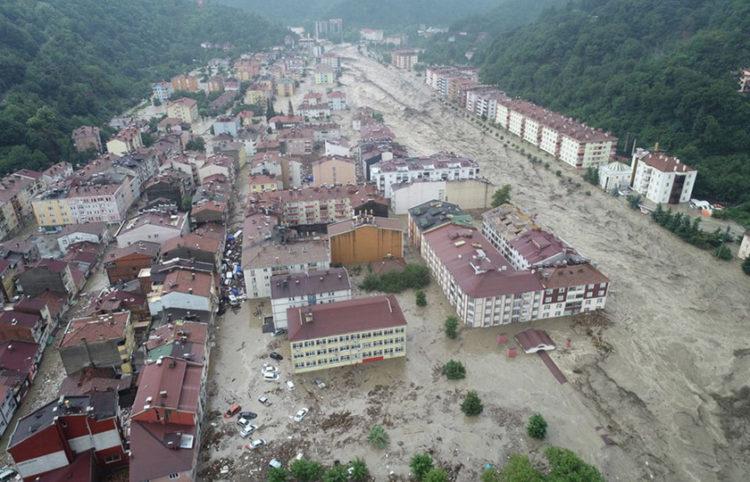 Το πλημμυρισμένo Μποζκούρτ στην επαρχία της Κασταμονής (φωτ.: EPA)