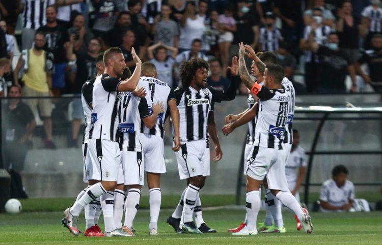 Οι παίκτες του ΠΑΟΚ πανηγυρίζουν το γκολ που πέτυχε ο Μπίσεσβαρ για το 2-0 (φωτ.: ΑΠΕ-ΜΠΕ / Αχιλλέας Χήρας)